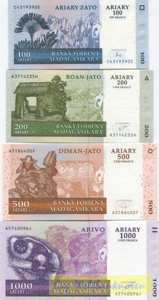 2004, 4 Scheine - (Sie sehen ein Musterbild, nicht die angebotene Banknote)